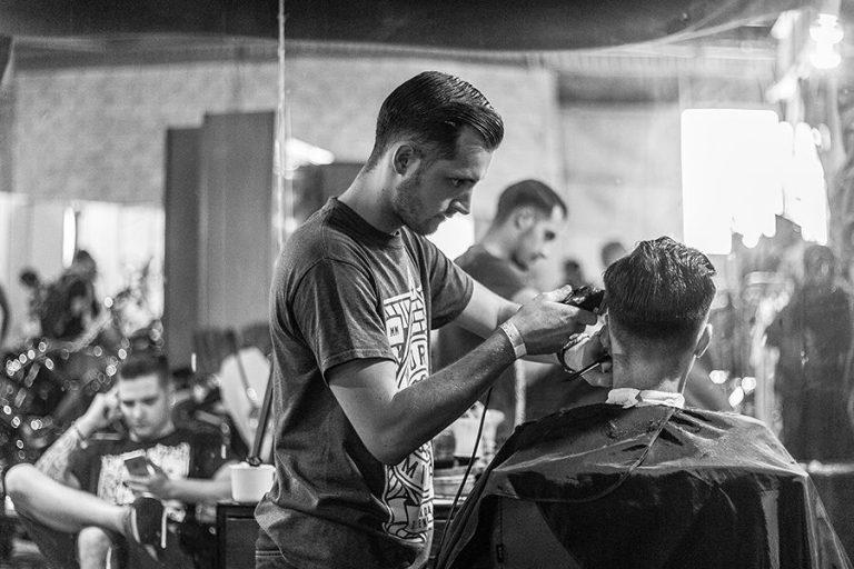 Pomada – Så stylar du håret som proffsen [4 bästa produkterna]