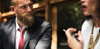 Man-med-skäggvax