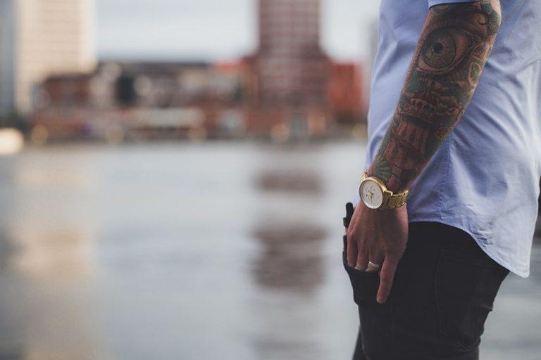 Herrklockor – Den bästa guiden för män som letar efter en snygg klocka