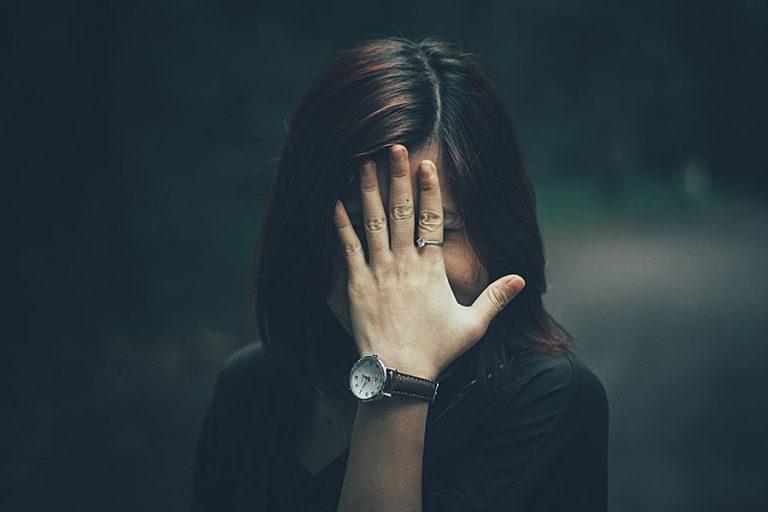 Påsar och mörka ringar under ögonen – 8 tips för att bli av med dem