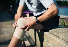 Man-med-skadat-knä