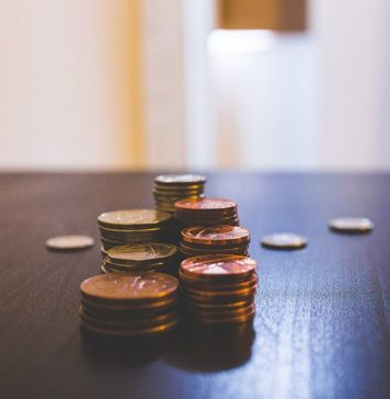 Pengar-på-bordet